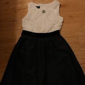 Size 7 Amy Byer white and black dress